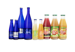 Photo Assortment of juices and sodas